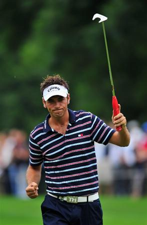 MUNICH, GERMANY - JUNE 28:  Nick Dougherty of England celebrates his putt on the 10th hole during the final round of The BMW International Open Golf at The Munich North Eichenried Golf Club on June 28, 2009, in Munich, Germany.  (Photo by Stuart Franklin/Getty Images)