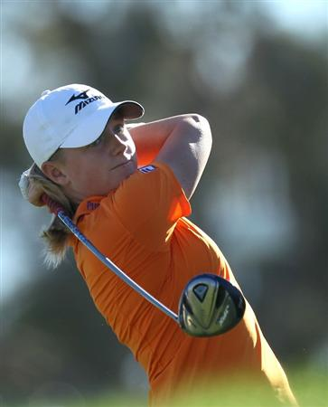 RANCHO MIRAGE, CA - APRIL 01:  Stacy Lewis hits her tee shot on the third hole during the second round of the Kraft Nabisco Championship at Mission Hills Country Club on April 1, 2011 in Rancho Mirage, California.  (Photo by Stephen Dunn/Getty Images)