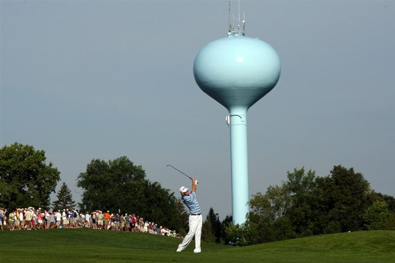 CHASKA, MN - AUGUST 13:  Hunter Mahan watches a shot on the 10th hole during the first round of the 91st PGA Championship at Hazeltine National Golf Club on August 13, 2009 in Chaska, Minnesota.  (Photo by David Cannon/Getty Images)