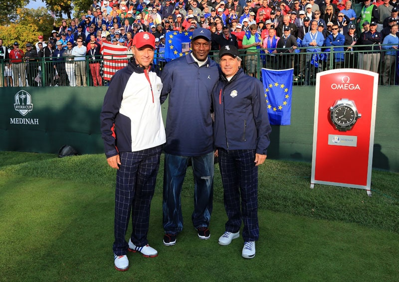 Davis Love III (L) poses with Michael Jordan and Fred Couples