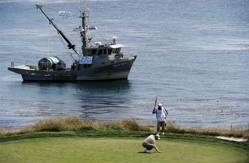 PEBBLE BEACH, CA - JUNE 20:  Ernie Els of South Africa and his caddie Ricci Roberts line up a putt on the seventh hole during the final round of the 110th U.S. Open at Pebble Beach Golf Links on June 20, 2010 in Pebble Beach, California.  (Photo by Harry How/Getty Images)