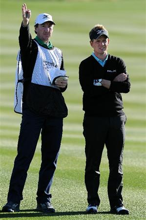 MARANA, AZ - FEBRUARY 23:  Luke Donald of England (R) talks with caddie John McLaren (L) on the second hole during the first round of the Accenture Match Play Championship at the Ritz-Carlton Golf Club on February 23, 2011 in Marana, Arizona.  (Photo by Stuart Franklin/Getty Images)