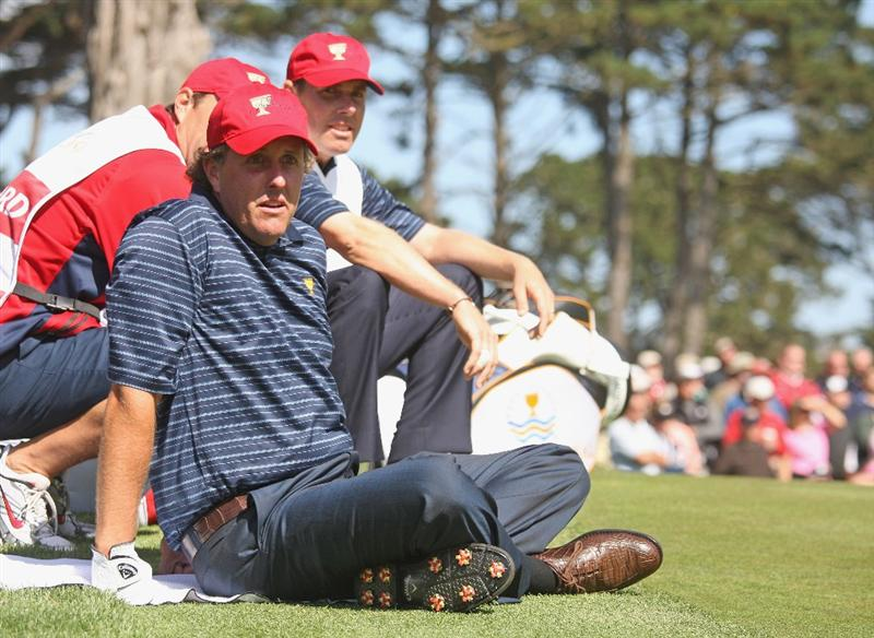 SAN FRANCISCO - OCTOBER 09:  Phil Mickelson and Justin Leonard of the USA Team have a rest during the Day Two Fourball Matches of The Presidents Cup at Harding Park Golf Course on October 9, 2009 in San Francisco, California.  (Photo by Warren Little/Getty Images)