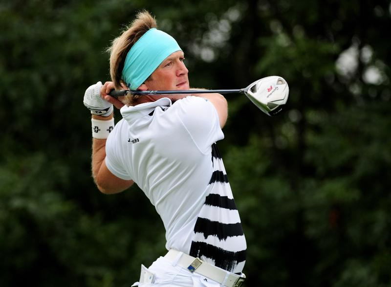 VIENNA, AUSTRIA - SEPTEMBER 18:  Pelle Edberg of Sweden tee's off at the 5th during the second round of the Austrian Golf Open at Fontana Golf Club on September 18, 2009 in Vienna, Austria.  (Photo by Richard Heathcote/Getty Images)