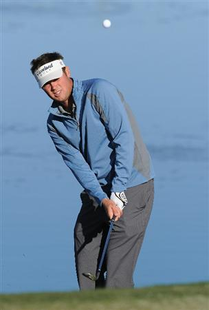 MARANA, AZ - FEBRUARY 22:  Jeff Overton plays a shot during practice prior to the start of the World Golf Championships-Accenture Match Play Championship held at The Ritz-Carlton Golf Club, Dove Mountain on February 22, 2011 in Marana, Arizona.  (Photo by Stuart Franklin/Getty Images)