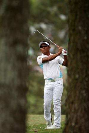 AUGUSTA, GA - APRIL 08:  Thongchai Jaidee of Thailand plays a shot on the first hole during the first round of the 2010 Masters Tournament at Augusta National Golf Club on April 8, 2010 in Augusta, Georgia.  (Photo by Andrew Redington/Getty Images)