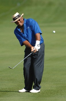 SONOMA, CA - OCTOBER 26:  Jim Thorpe chips to the second green  during the second round of the Charles Schwab  Cup Championship on October 26, 2007 at the Sonoma Golf Club in Sonoma, California  (Photo by Marc Feldman/Getty Images)