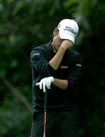 PACIFIC PALISADES, CA - FEBRUARY 19:  Kevin Na reacts after hitting an errant tee shot on the 12th hole during round three of the Northern Trust Open at Riviera Country Club on February 19, 2011 in Pacific Palisades, California.  (Photo by Stephen Dunn/Getty Images)
