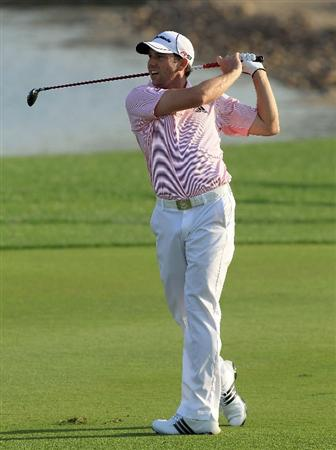 ABU DHABI, UNITED ARAB EMIRATES - JANUARY 21:  Sergio Garcia of Spain plays his second shot at the par 5, 18th hole during the first round of The Abu Dhabi Golf Championship at Abu Dhabi Golf Club on January 21, 2010 in Abu Dhabi, United Arab Emirates.  (Photo by David Cannon/Getty Images)