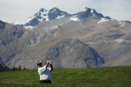 QUEENSTOWN, NEW ZEALAND - NOVEMBER 29:  Craig Parry of Australia plays an approach shot on the 18th during the first round of the New Zealand Open on November 29, 2007 in Queenstown, New Zealand.  (Photo by Phil Walter/Getty Images)