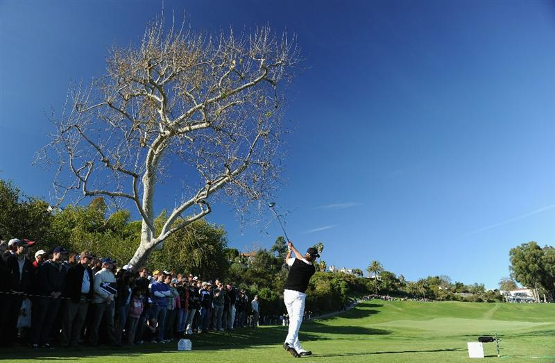 PACIFIC PALISADES, CA - FEBRUARY 20:  Aaron Baddeley of Australia plays his tee shot on the 18th hole during the final round of the Northern Trust Open at Riviera Country Club on February 20, 2011 in Pacific Palisades, California.  (Photo by Stuart Franklin/Getty Images)