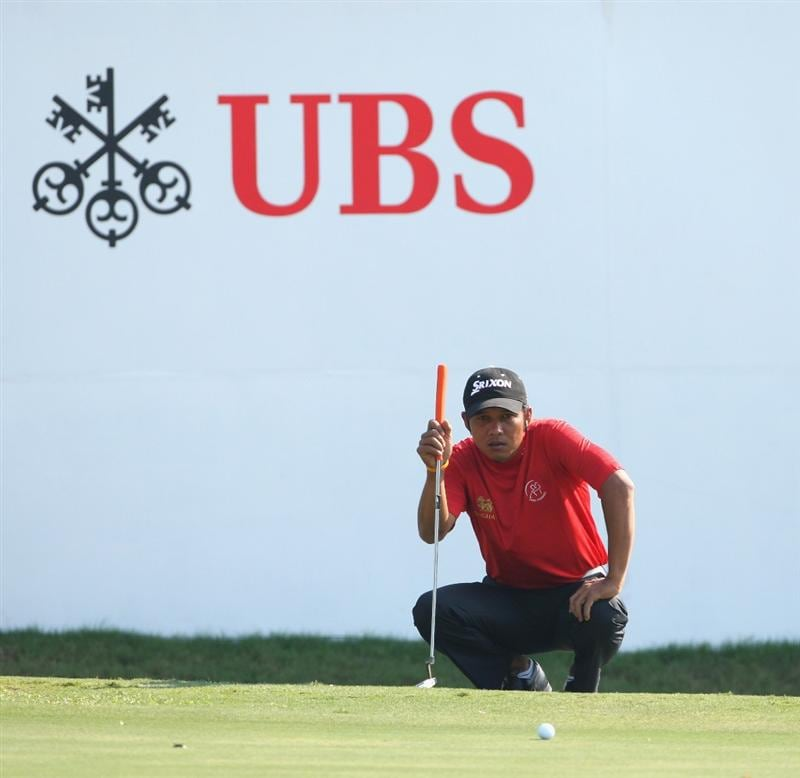 HONG KONG, CHINA - NOVEMBER 21:  Chawalit Plaphol of Thailand lines up his putt shot on the 18th hole during the second round of the UBS Hong Kong Open at the Hong Kong Golf Club on November 21, 2008 in Fanling, Hong Kong.  (Photo by Stuart Franklin/Getty Images)