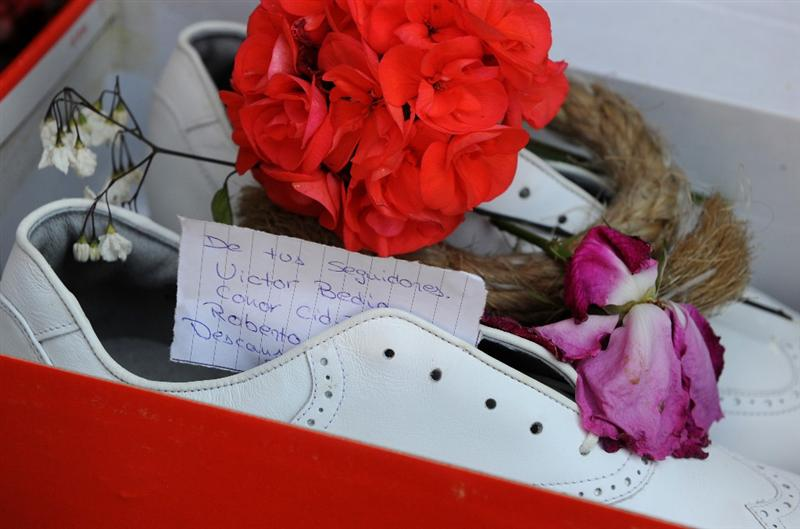 PEDRENA, SPAIN - MAY 10:  A note reading 'from your followers' sticks out of a pair of golf shoes layed in memory of legendary Spanish golfer Seve Ballesteros, outside his home on May 10, 2011 in Pedrena, Spain.  (Photo by Jasper Juinen/Getty Images)