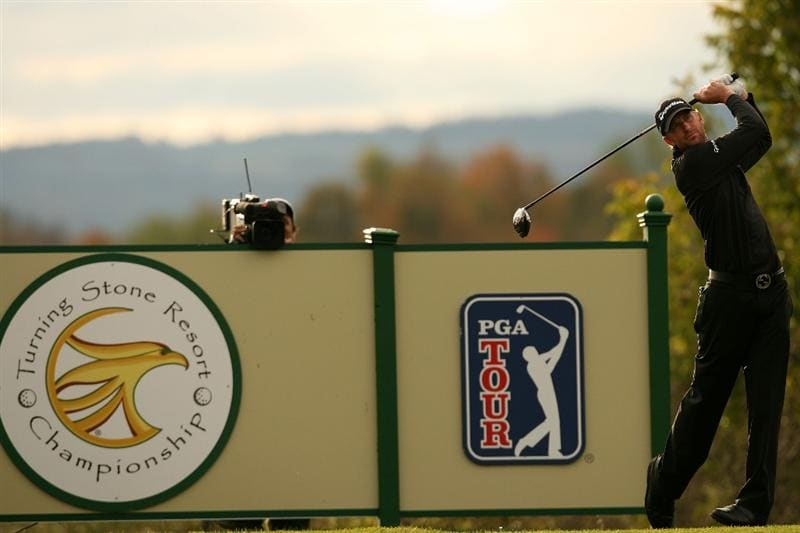 VERONA, NY - OCTOBER 05:  Vaughn Taylor hits his tee shot on the 13th hole during a six hole play-off against Matt Kuchar at the 2009 Turning Stone Resort Championship at Atunyote Golf Club held on October 5, 2009 in Verona, New York.  (Photo by Chris Trotman/Getty Images)