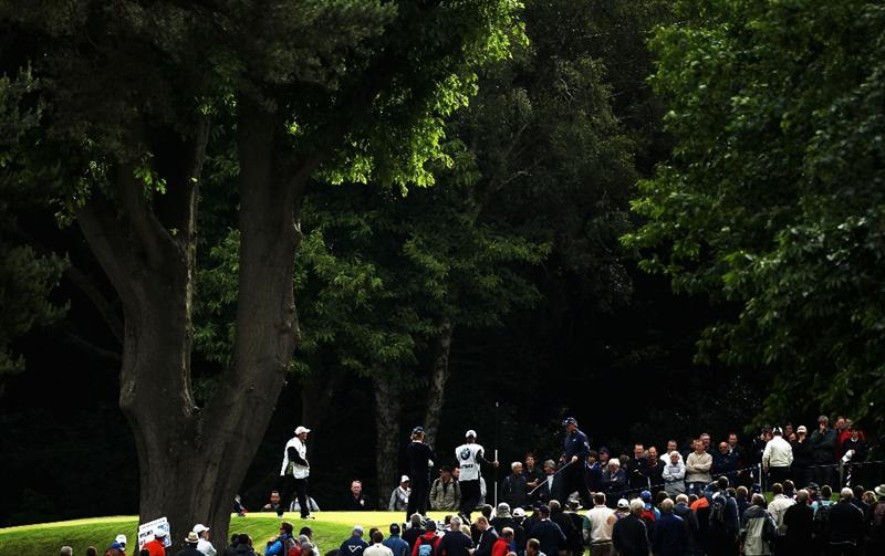 VIRGINIA WATER, ENGLAND - MAY 27:  Ernie Els of South Africa walks across the 2nd green during the second round of the BMW PGA Championship at the Wentworth Club on May 27, 2011 in Virginia Water, England.  (Photo by Warren Little/Getty Images)