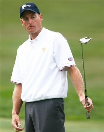 SAN FRANCISCO - OCTOBER 08:  Jim Furyk of the USA Team watches a putt on the first green during the Day One Foursome Matches of The Presidents Cup at Harding Park Golf Course on October 8, 2009 in San Francisco, California.  (Photo by Scott Halleran/Getty Images)