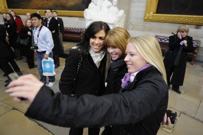 WASHINGTON - JANUARY 12:  (L-R) Nicole Castrale, Paula Creamer, and Morgan Pressel of the 2009 United States Solheim Team pose for photo in the Capital during visit to celebrate team win in Solheim Cup January 12, 2010 in Washington, DC.  (Photo by Mitchell Layton/Getty Images)
