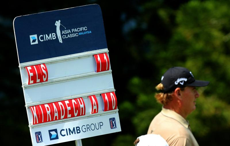 KUALA LUMPUR, MALAYSIA - OCTOBER 31: Ernie Els of South Africa is 11 under as indicated by the score board during day four of the CIMB Asia Pacific Classic at The MINES Resort & Golf Club on October 31, 2010 in Kuala Lumpur, Malaysia. (Photo by Stanley Chou/Getty Images)