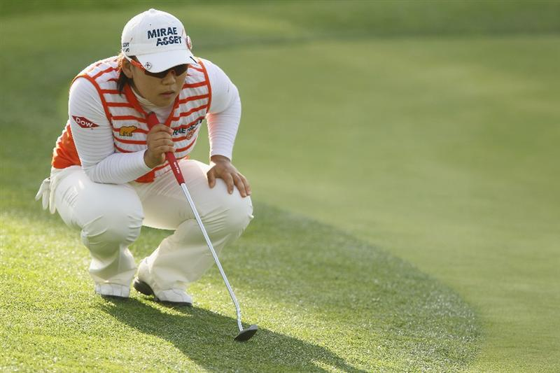 CITY OF INDUSTRY, CA - MARCH 25:  Jiyai Shin of South Korea lines up a putt on the 18th green  during the second round of the Kia Classic on March 25, 2011 at the Industry Hills Golf Club in the City of Industry, California.  (Photo by Scott Halleran/Getty Images)
