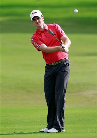 HONOLULU, HI - JANUARY 16:  Justin Rose of England plays a shot on the 18th hole during the third round of the Sony Open at Waialae Country Club on January 16, 2011 in Honolulu, Hawaii.  (Photo by Sam Greenwood/Getty Images)