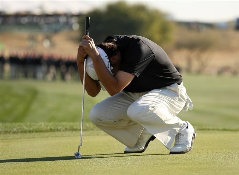 SCOTTSDALE, AZ - FEBRUARY 1:  Kevin Na reacts after his birdie putt attempt to tie for the lead misses on the 18th hole during the final round of the FBR Open on February 1, 2009 at TPC Scottsdale in Scottsdale, Arizona.  (Photo by Stephen Dunn/Getty Images)