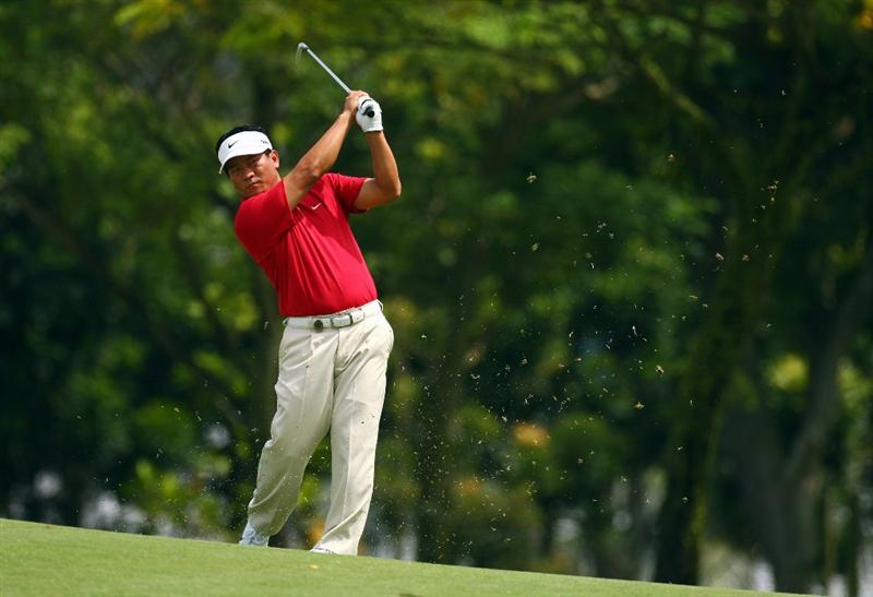 SINGAPORE - NOVEMBER 14:  K J Choi of  Korea plays an approach shot during the second round of the Barclays Singapore Open at Sentosa Golf Club on November 14, 2008 in Singapore.  (Photo by Ian Walton/Getty Images)