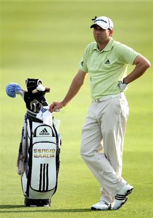 ABU DHABI, UNITED ARAB EMIRATES - JANUARY 23:  Sergio Garcia of Spain waits to play on the 18th hole during the third round of The Abu Dhabi Golf Championship at Abu Dhabi Golf Club on January 23, 2010 in Abu Dhabi, United Arab Emirates.  (Photo by Andrew Redington/Getty Images)