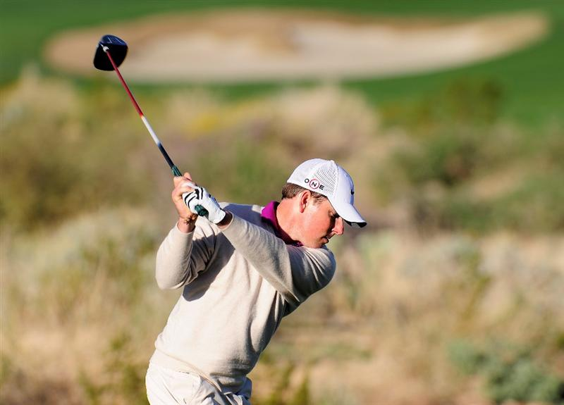 MARANA, AZ - FEBRUARY 17:  Justin Leonard plays his tee shot on the second hole during round one of the Accenture Match Play Championship at the Ritz-Carlton Golf Club on February 17, 2010 in Marana, Arizona.  (Photo by Stuart Franklin/Getty Images)