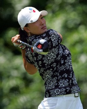 HAVRE DE GRACE, MD - JUNE 07:  Se Ri Pak of South Korea hits her tee shot on the par 4 9th hole during her first round of the McDonalds LPGA Championship at Bulle Rock golf course on June 7, 2007 in Havre de Grace, Maryland. After completing her round Pak qualified for the LPGA Tour and World Golf Halls of Fame.  (Photo by Andy Lyons/Getty Images)
