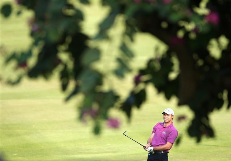 HONG KONG, CHINA - NOVEMBER 20:  Oliver Wilson of England plays his approach shot on the 17th hole during the first round of the UBS Hong Kong Open at the Hong Kong Golf Club on November 20, 2008 in Fanling, Hong Kong.  (Photo by Stuart Franklin/Getty Images)