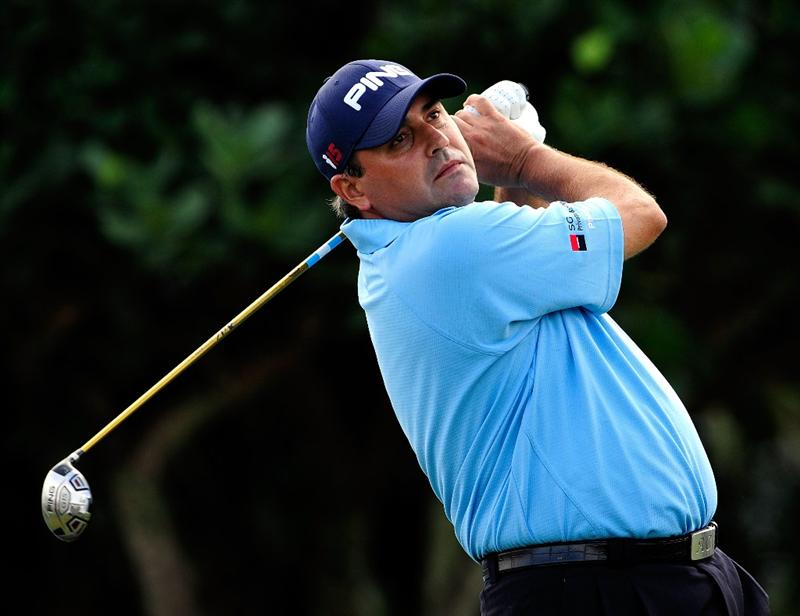 KAPALUA, HI - JANUARY 07:  Angel Cabrera of Argentina plays a shot on the first hole during the first round of the SBS Championship at the Plantation course on January 7, 2010 in Kapalua, Maui,Hawaii.  (Photo by Sam Greenwood/Getty Images)