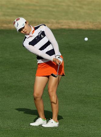 PHOENIX, AZ - MARCH 18:  Hee Kyung Seo of South Korea chips onto the 17th green during the first round of the RR Donnelley LPGA Founders Cup at Wildfire Golf Club on March 18, 2011 in Phoenix, Arizona. (Photo by Stephen Dunn/Getty Images)