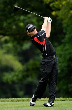 FARMINGDALE, NY - JUNE 22:  Hunter Mahan hits his tee shot on the fifth tee during the continuation of the final round of the 109th U.S. Open on the Black Course at Bethpage State Park on June 22, 2009 in Farmingdale, New York.  (Photo by Sam Greenwood/Getty Images)