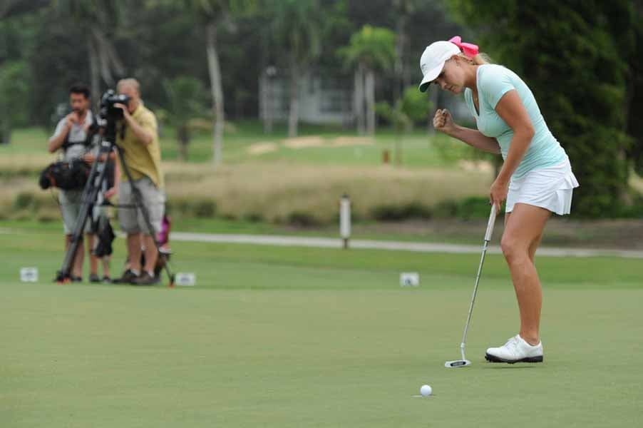 Shannon Fish Sinking a Putt on Big Break NFL Puerto Rico