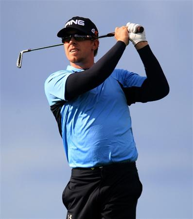 LA JOLLA, CA - FEBRUARY 07:  Hunter Mahan watches his tee shot on the eighth hole during the third round of the Buick Invitational on the South Course at Torrey Pines Golf Course on February 7, 2009 in La Jolla, California.  (Photo by Scott Halleran/Getty Images)