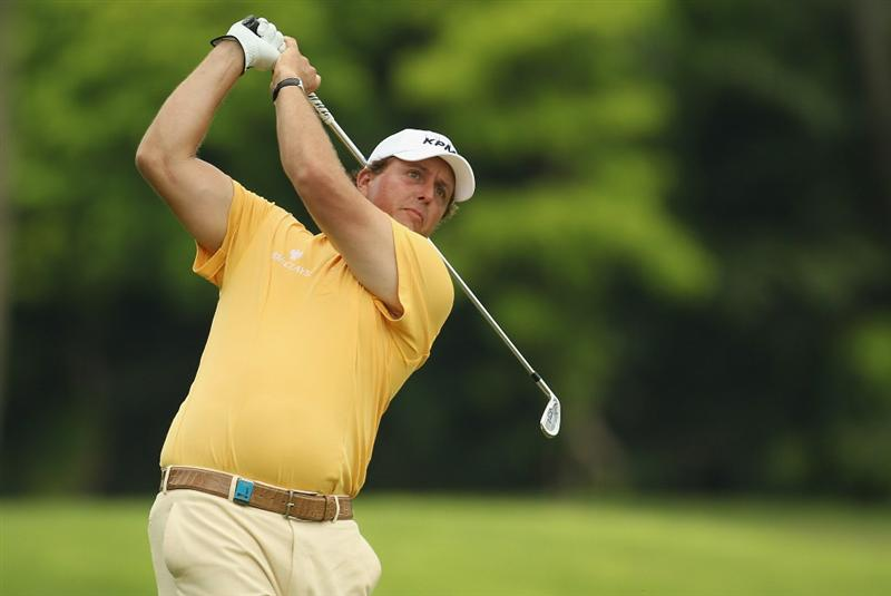SINGAPORE - NOVEMBER 11:  Phil Mickelson of USA in action during the First Round of the Barclays Singapore Open at Sentosa Golf Club on November 11, 2010 in Singapore, Singapore.  (Photo by Ian Walton/Getty Images)