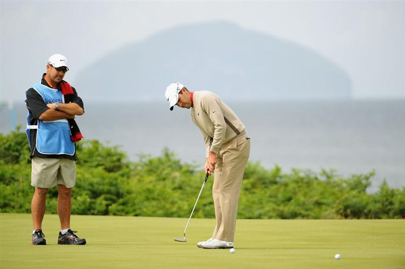 TURNBERRY, SCOTLAND - JULY 14:  Charl Schwartzel of South Africa putts during a practice round prior to the 138th Open Championship on the Ailsa Course, Turnberry Golf Club on July 14, 2009 in Turnberry, Scotland.  (Photo by Harry How/Getty Images)