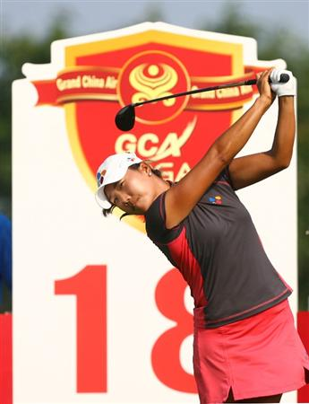 HAIKOU, CHINA - OCTOBER 24: (CHINA OUT) Seon Hwa of South Korea tees off the 18th hole during day one of the Grand China Air LPGA 2008 on October 24, 2008 in Haikou of Hainan Province, China. (Photo by China Photos/Getty Images)