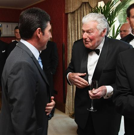 WENTWORTH, ENGLAND - MAY 19:  Jose Maria Olazabal of Spain (L) and John Jacobs (R) of England speak at The European Tour Dinner during the BMW PGA Championship at Wentworth on May 19, 2009 in Virginia Water, England.  (Photo by Andrew Redington/Getty Images)