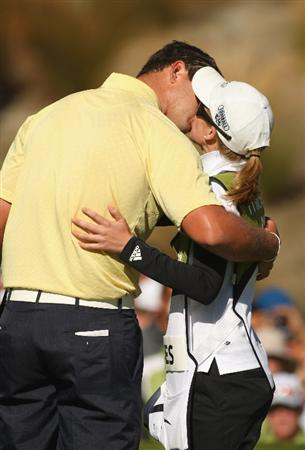 QUEENSTOWN, NEW ZEALAND - JANUARY 31:  Robert Gates of the USA kisses his caddy and girlfriend Lauren Johnson following his win on day four of the New Zealand Open at The Hills Golf Club on January 31, 2010 in Queenstown, New Zealand.  (Photo by Phil Walter/Getty Images)