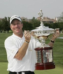 Scott Verplank holds the winner's trophy after the fourth and final round of the EDS Byron Nelson Championship held on the Tournament Players Course at TPC Four Seasons Resort Las Colinas in Irving, Texas, on April 29, 2007. Photo by: Stan Badz/PGA TOURPhoto by: Stan Badz/PGA TOUR