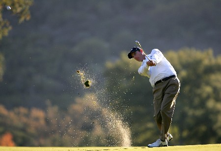 THOUSAND OAKS, CA - DECEMBER 16:  Jim Furyk makes an approach shot on the 18th hole during the final round of the Target World Challenge at the Sherwood Country Club on December 16, 2007 in Thousand Oaks, California.  (Photo by Robert Laberge/Getty Images)