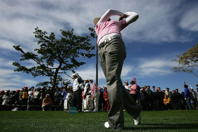 INCHEON, SOUTH KOREA - NOVEMBER 02:  In-Kyung Kim of South Korea plays her tee shot on the 8th hole during round two of the Hana Bank KOLON Championship at Sky72 Golf Club on November 2, 2008 in Incheon, South Korea.  (Photo by Chung Sung-Jun/Getty Images)