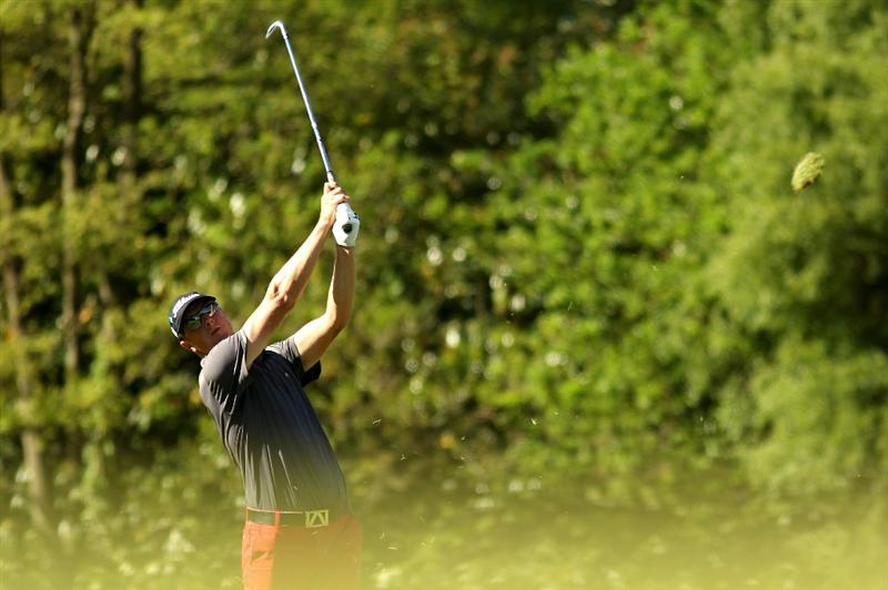 VIRGINIA WATER, ENGLAND - MAY 23:  Fredrik Andersson Hed of Sweden hits an approach shot on the 18th hole during the final round of the BMW PGA Championship on the West Course at Wentworth on May 23, 2010 in Virginia Water, England.  (Photo by Ian Walton/Getty Images)