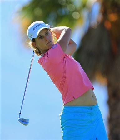 RANCHO MIRAGE, CA - MARCH 31:  Giulia Sergas of Italy plays her tee shot at the par 3, 8th hole during the first round of the 2011 Kraft Nabisco Championship on the Dinah Shore Championship Course at the Mission Hills Country Club on March 31, 2011 in Rancho Mirage, California.  (Photo by David Cannon/Getty Images)