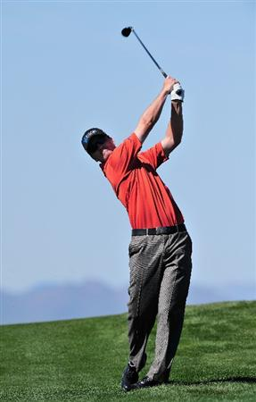MARANA, AZ - FEBRUARY 26:  Zach Johnson of USA plays his approach shot on the nineth hole during the second round of Accenture Match Play Championships at Ritz - Carlton Golf Club at Dove Mountain on February 26, 2009 in Marana, Arizona.  (Photo by Stuart Franklin/Getty Images)