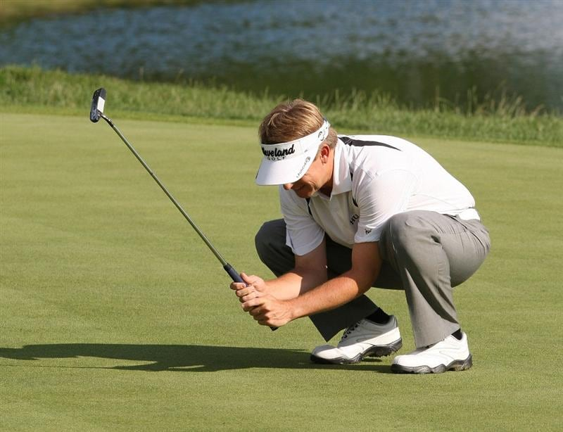 CROMWELL, CT - JUNE 28: David Toms reacts after missing a birdie putt on the 17th green during the final round of the 2009 Travelers Championship at TPC River Highlands on June 28, 2009 in Cromwell, Connecticut. (Photo by Jim Rogash/Getty Images)