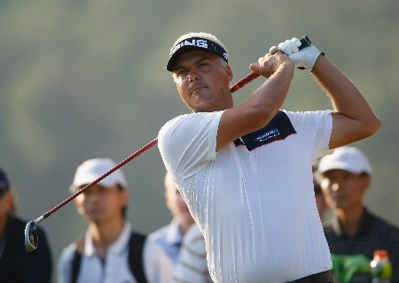 HONG KONG - NOVEMBER 16:  Daniel Chopra of Sweden plays his tee shot on the 18th hole during the second round of the UBS Hong Kong Open at the Hong Kong Golf Club on November 16, 2007 in Fanling, Hong Kong.  (Photo by Stuart Franklin/Getty Images)