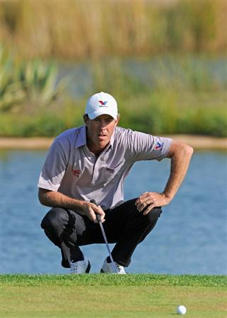 VILAMOURA, PORTUGAL - OCTOBER 17:  Richard Green of Australia lines up his putt on the 17th hole during the final round of the Portugal Masters at the Oceanico Victoria Golf Course on October 17, 2010 in Vilamoura, Portugal.  (Photo by Stuart Franklin/Getty Images)