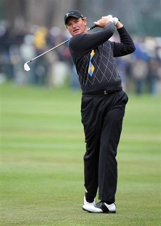 SAN FRANCISCO - OCTOBER 11:  Ernie Els of South Africa and the International Team on the 1st hole during the Day Four Singles Matches in The Presidents Cup at Harding Park Golf Course on October 10, 2009 in San Francisco, California  (Photo by David Cannon/Getty Images)
